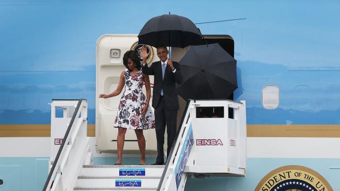 516729998-president-barack-obama-and-michelle-obama-arrive-at_1