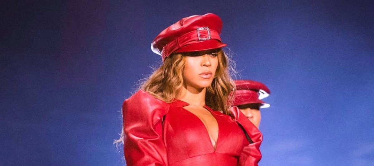 Yass!  Beyoncé Wears A Sexy Leather Corset For The OTRII Final